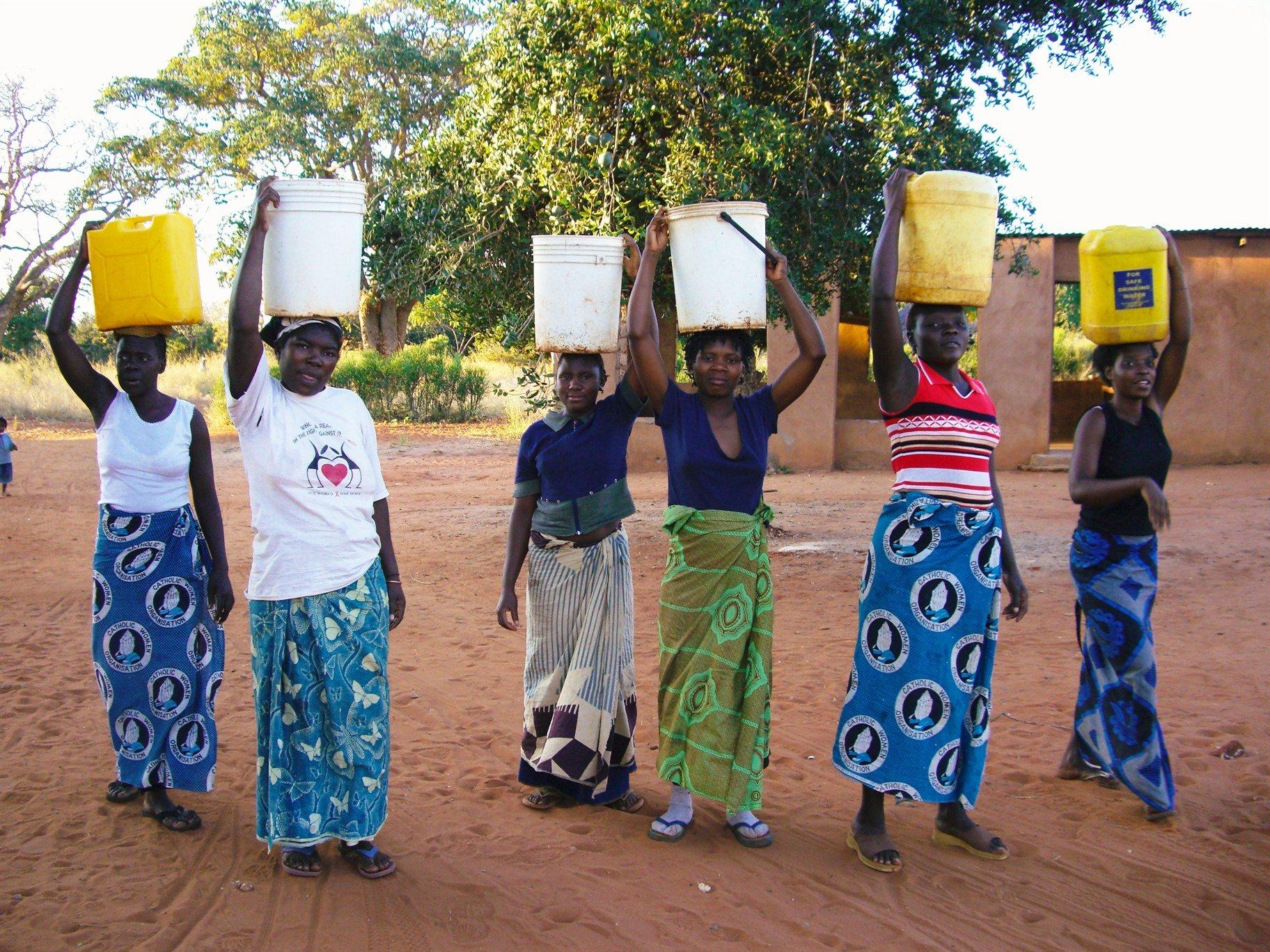 Women fetching water in Africa